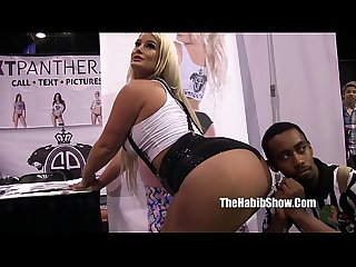 pornstars and freaks at 2016 chicago exxxotica daisy red kimberlychi hugh hefner
