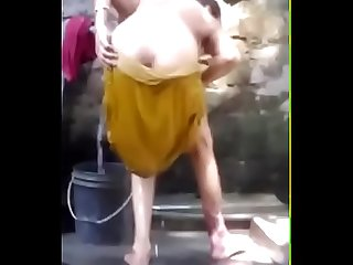 1~ Desi aunty bath capture - hidden cam .mp4