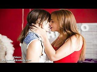 Relato erotico trio de lesbianas en un bao publico