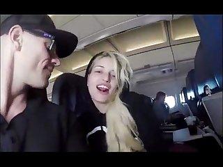Johnny sins no avio com uma fan