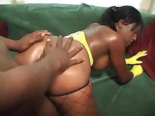 Hungry slut for cock Cinna Bunz enjoys fucking from the back door