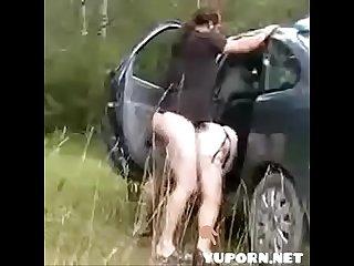 Tante ngentot di mobil