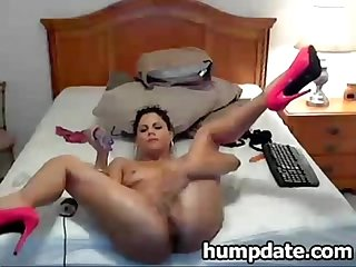 Hot babe toying her pussy and squirting