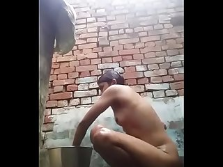 Desi girl bathing self record