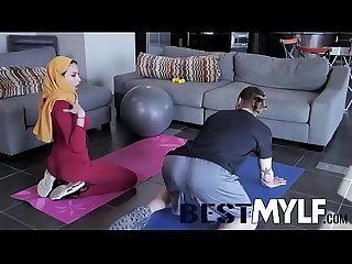 MILF Anissa Kate still likes to keep her body in tip-top shape. But when her trainer comes..