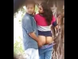 Lovers having Sex in park uploded by nutriporn com