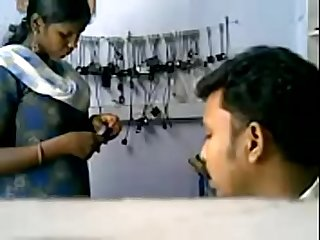Vid 20090414 pv0001 pondicherry ip cell phone shop Tamil 28 yrs Old unmarried girl agila boobs sucke