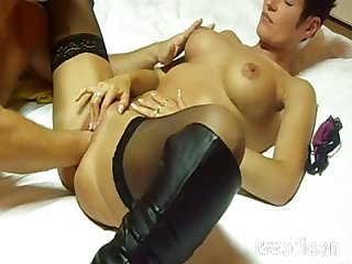 Busty MILF enjoys an intense fisting orgasm