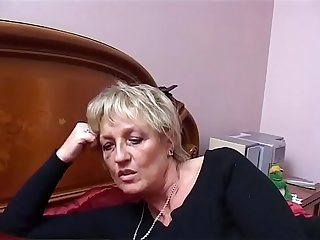 Two mature Italian sluts share the young nephew's cock