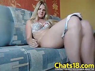 La mami rubia Madura vuelve con este video donde se mete los dedos en la vagina y se da placer y gra