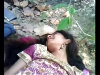 Deshi beautifull girlfriend fucked hard in jungle on xtube1 com