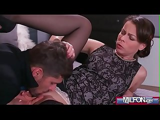 Housewife in stockings squirting(Caroline Ardolino) 01 mov-17
