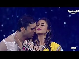 Divyanka tripathi navel treat in rain song hottest performance ever