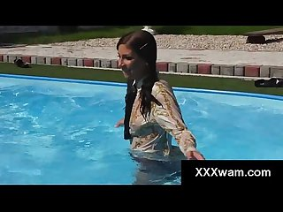 Kinky freaks ruin their clothes in pool