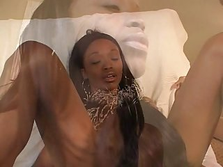 Black lesbian does interracial sex with brunette
