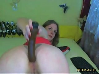 Amateur spreads and opens her pussy and ass with huge dildo on redcams period co