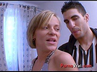 Mature jouie plusieurs fois avec un petit jeune french amateur