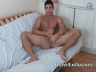 Muscle hunk jerking off