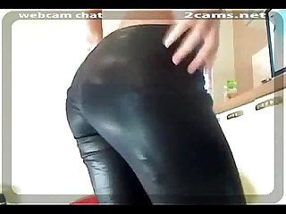 Hotie change clothes in front of webcam040804