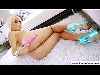 Shemale kim bella pleasing her ass with toy
