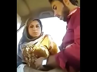 desi girl getting fucked in car and giving blowjob