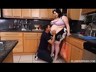 Ssbbw maid eliza allure cleans juan largo s cock