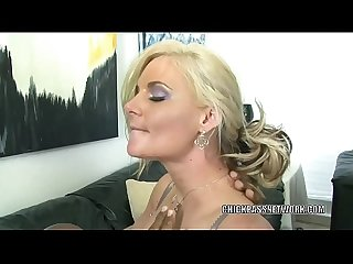 Blonde MILF Phoenix Marie is nailing a guy she just met
