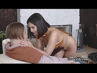 Curvy leia gagging on lucky nerds cock