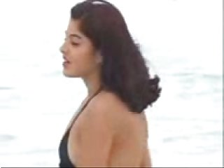 Very hot Desi chick fucked on the beach clip0