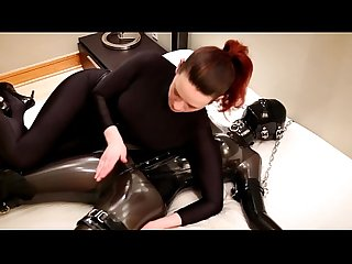 Savannah tickles tortures e chokes un chained rubber ragazza