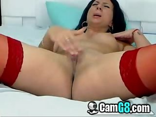 Chick Rubbing Her Clit - camg8