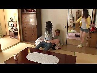 Japa tarada mete com o namorado E a me dela pega no flagra