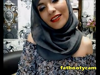 Arab milf with amazing ass omg fatbootycams com
