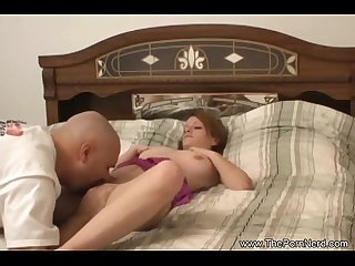 Sexy petite played the amateur sex
