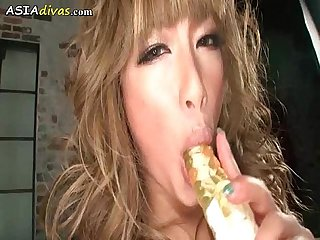 Squirting asian cutie orgasm with toy