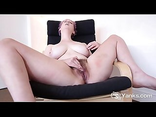 Yanks Girl Vera Blue's Hot Hairy Pussy Loving