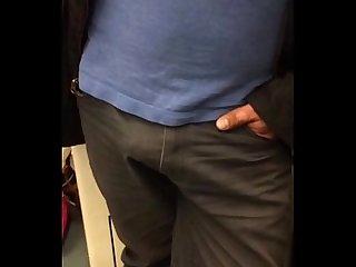 Pau dando seta no Metro