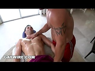 Gaywire muscle hunk trace michaels rubs down tyler hunt