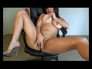 Sexy gorgeous milf Michelle masterbuting on cam fuckcam69 com