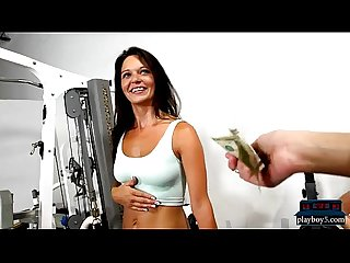Amateur gym hottie does a naked workout on a cock for money