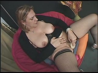 hot italian milf masturbate for you!