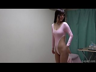 Sarina Kurokawa takes off her lingerie and changes into a leotard