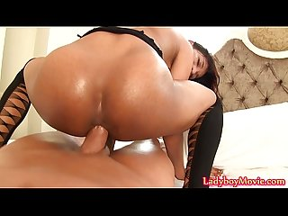 Ladyboy gie riding raw cock
