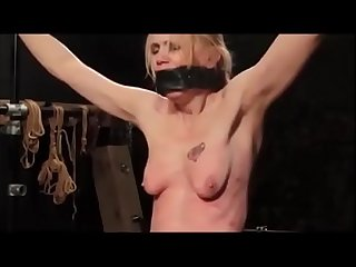 Nude for whipping on her breasts/Nue pour le fouet sur les seins