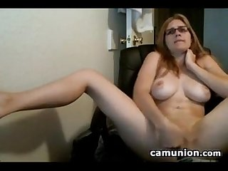 Cam slut plays with her hairy pussy