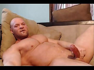 Big muscles nice cock and plenty of cum