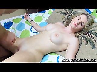 Matrigna adormentata scopata da figliastro