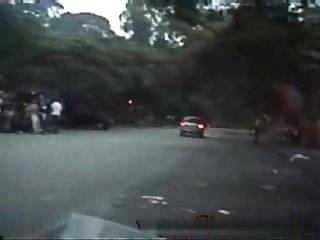 Flagra punheta no carro em plena rua
