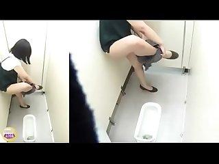 Quay lén chá»? em thủ dâm trong nhà vá»? sinh