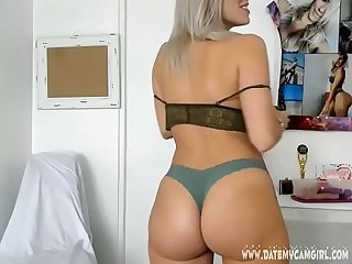 Blondine trishadixi8 in grey panties shows body on cam